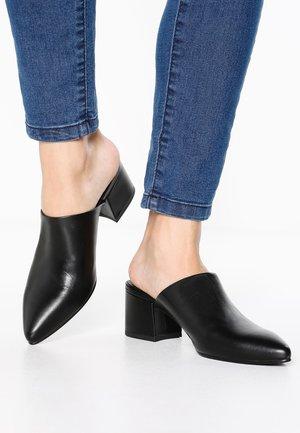 MYA - Pantofle na podpatku - black