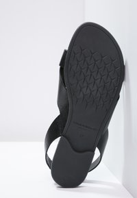 Vagabond - TIA - Sandaler - black - 4
