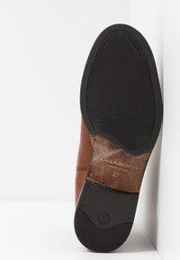 Vagabond - AMINA - Classic ankle boots - cognac - 6