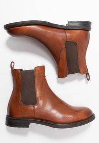 Vagabond - AMINA - Classic ankle boots - cognac - 3