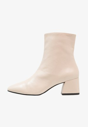 ALICE - Classic ankle boots - toffee