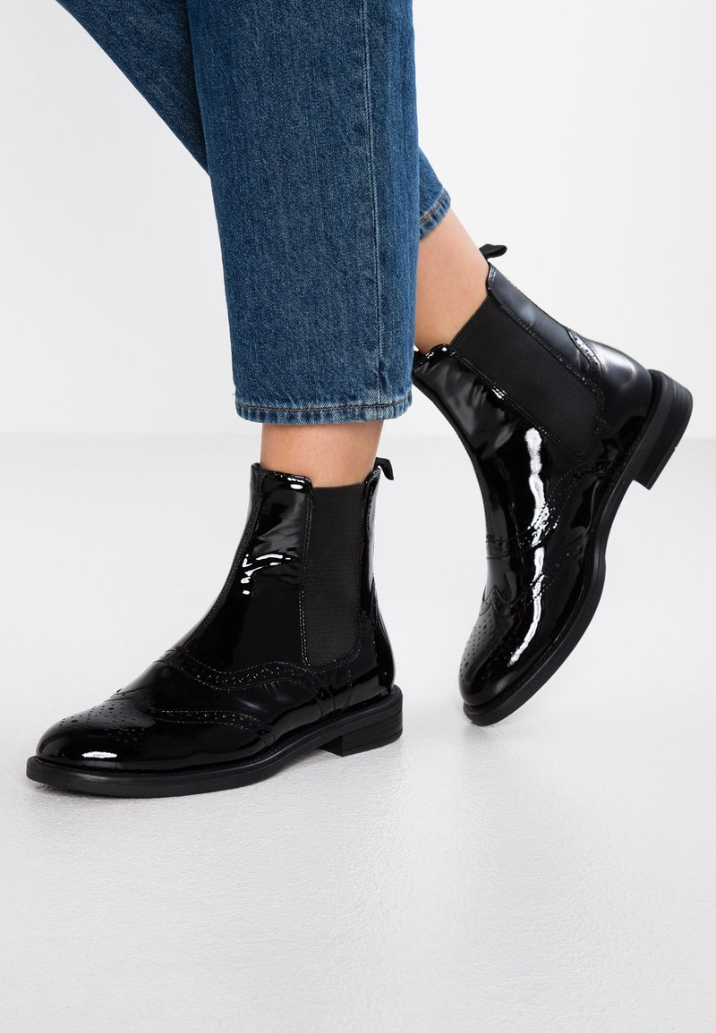 Vagabond - AMINA - Classic ankle boots - black