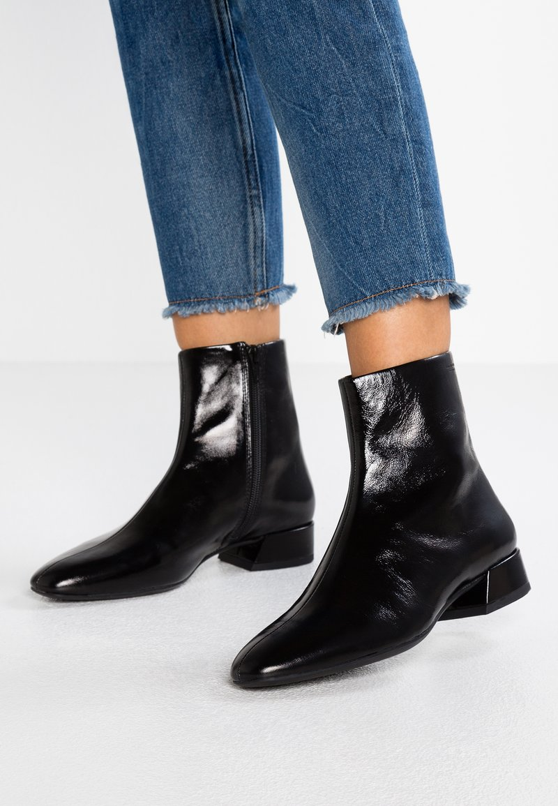 Vagabond - JOYCE - Classic ankle boots - black