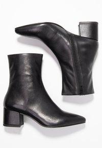 Vagabond - MYA - Kotníkové boty - black - 3