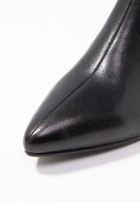 Vagabond - MYA - Kotníkové boty - black - 2