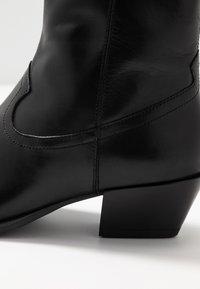Vagabond - EMILY - Kovbojské/motorkářské boty - black - 2