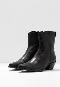 Vagabond - EMILY - Kovbojské/motorkářské boty - black - 4