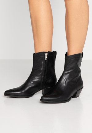 EMILY - Cowboy/biker ankle boot - black