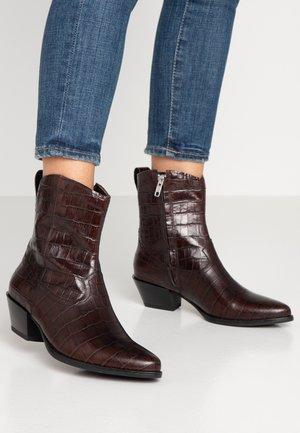 EMILY - Kovbojské/motorkářské boty - brown