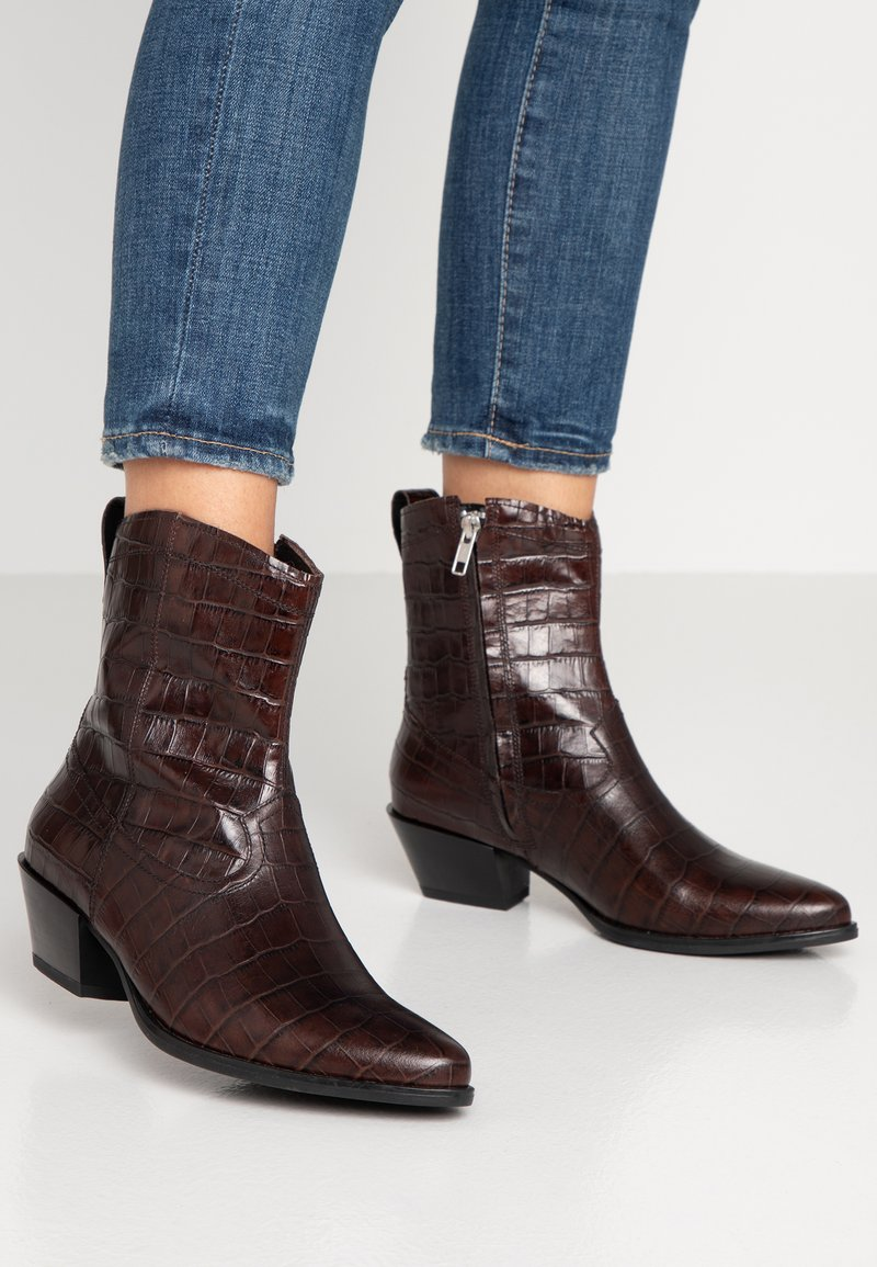 Vagabond - EMILY - Kovbojské/motorkářské boty - brown