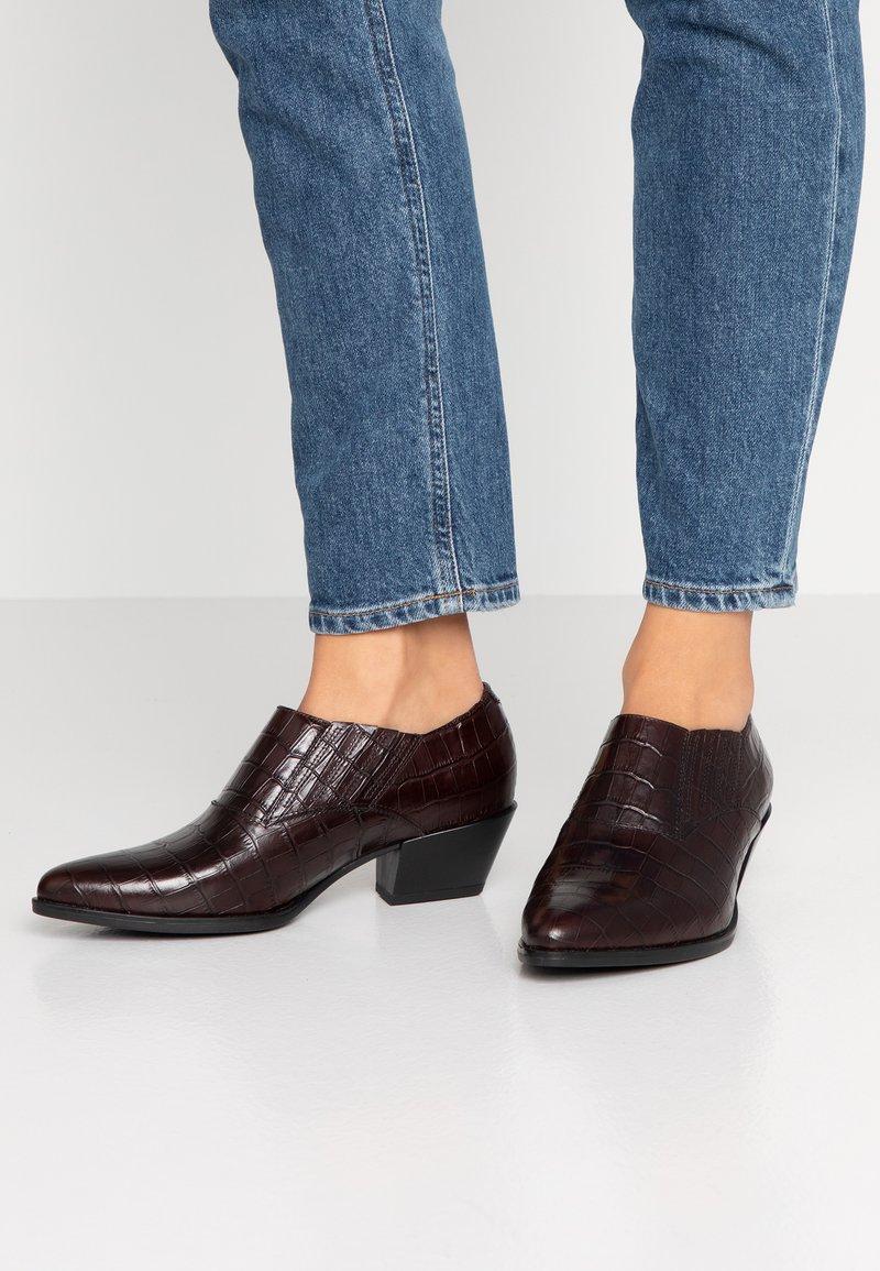 Vagabond - EMILY - Cowboy/biker ankle boot - brown