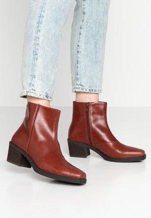 SIMONE - Kotníkové boty - henna