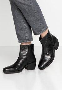 Vagabond - SIMONE - Korte laarzen - black - 0