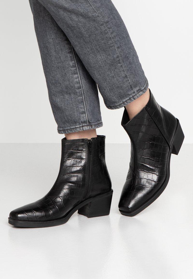 Vagabond - SIMONE - Korte laarzen - black
