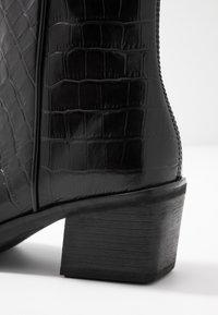 Vagabond - SIMONE - Korte laarzen - black - 2