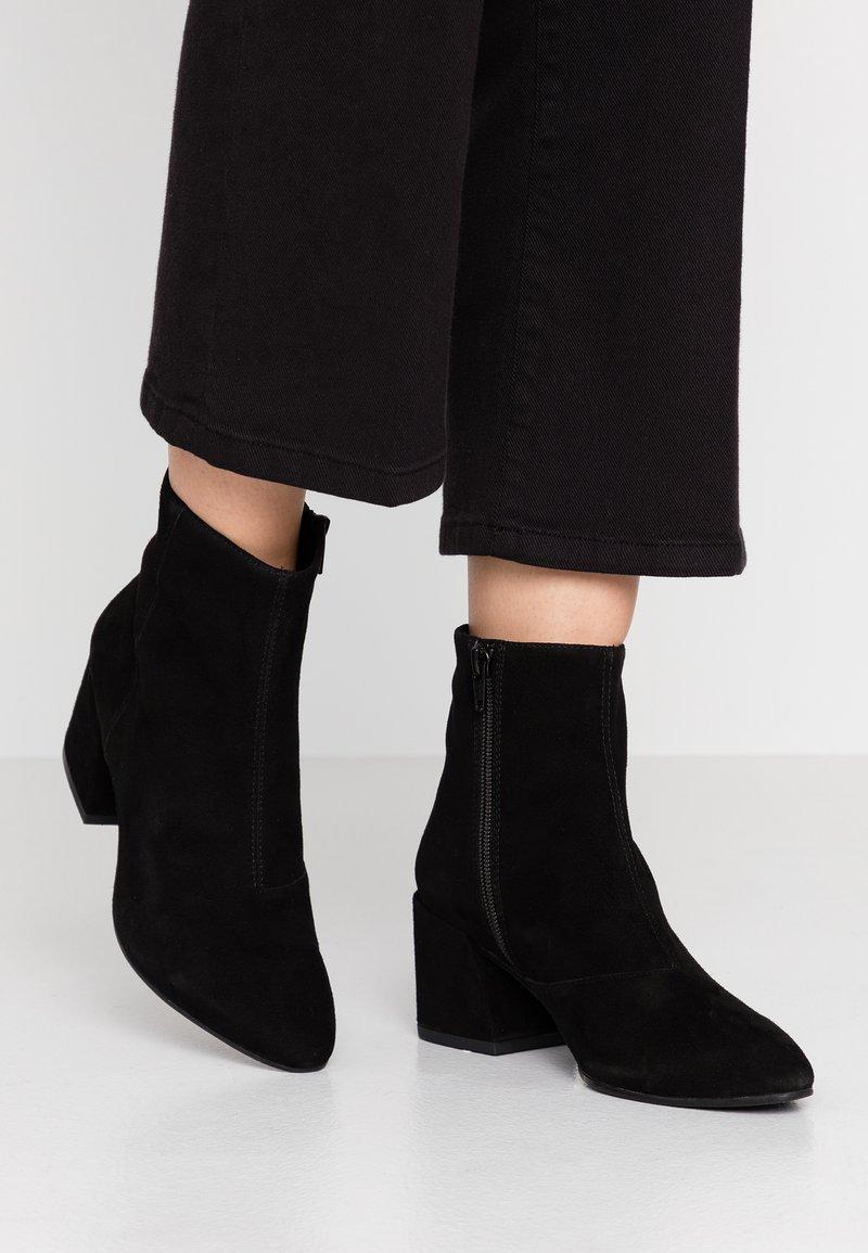 Vagabond - OLIVIA - Støvletter - black