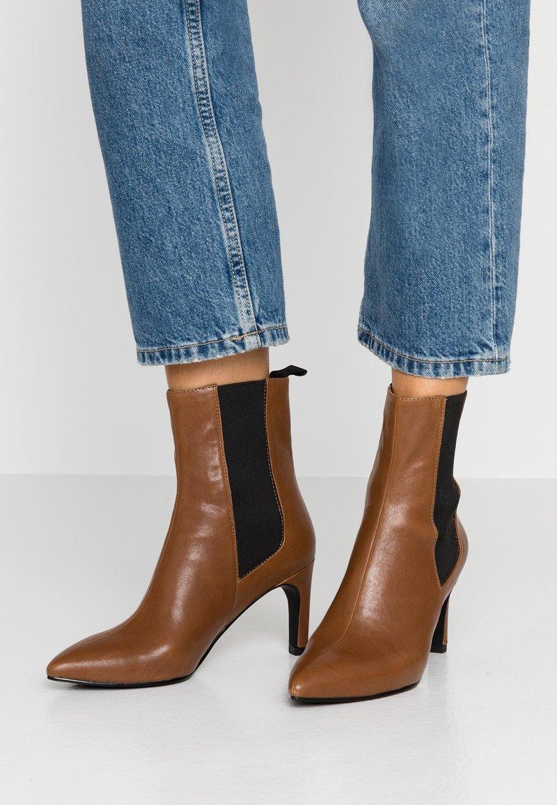 Vagabond - WHITNEY - High heeled ankle boots - cinnamon