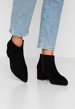 MYA - Kotníková obuv - black