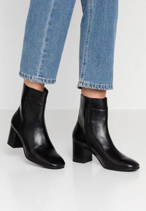 NICOLE - Kotníkové boty - black