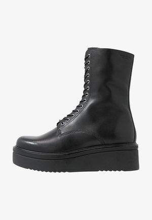 TARA - Platåstøvletter - black