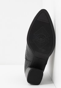 Vagabond - LARA - Classic ankle boots - black - 6