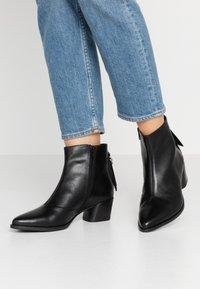 Vagabond - LARA - Ankle boots - black - 0