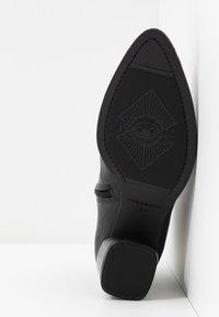 Vagabond - LARA - Ankle boots - black - 6