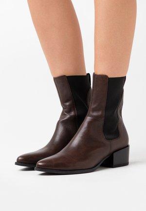MARJA - Støvletter - brown