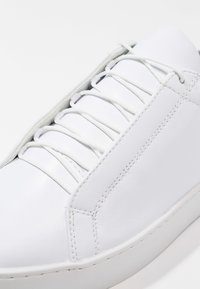 Vagabond - ZOE - Sneaker low - white - 6