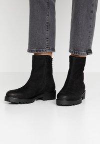 Vagabond - KENOVA - Kotníkové boty - black - 0