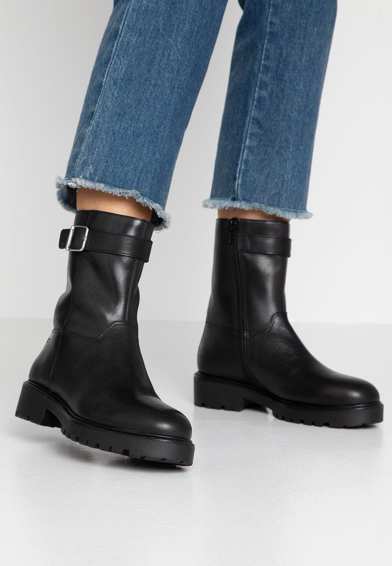 Vagabond - KENOVA - Støvletter - black