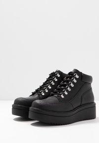 Vagabond - TARA - Kotníková obuv - black - 4
