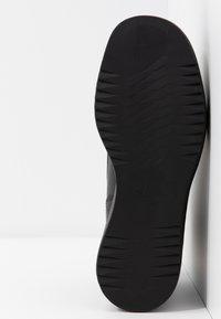 Vagabond - TARA - Kotníková obuv - black - 6