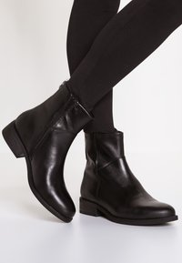 Vagabond - CARY - Classic ankle boots - black - 0