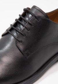 Vagabond - SALVATORE - Business sko - black - 5