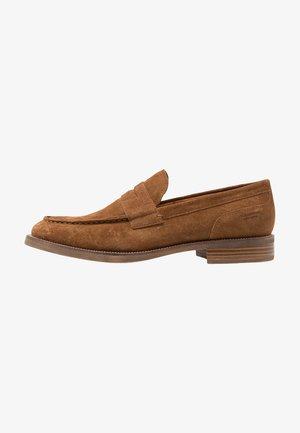 MARIO - Elegantní šněrovací boty - cognac