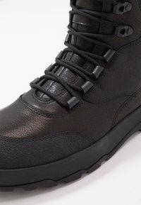 Vagabond - MILO - Šněrovací kotníkové boty - black - 5