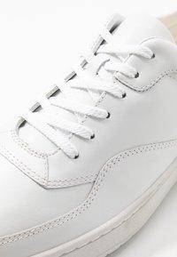 Vagabond - COREY - Trainers - white - 5