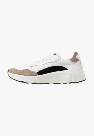 QUINCY - Trainers - white/grey