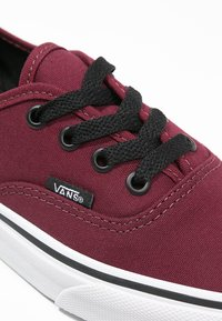 Vans - AUTHENTIC - Obuwie deskorolkowe - port royale/black - 5
