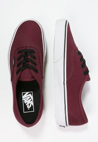 Vans - AUTHENTIC - Obuwie deskorolkowe - port royale/black - 1
