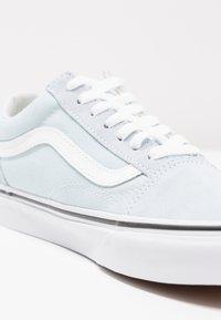 Vans - OLD SKOOL - Trainers - baby blue/true white - 2