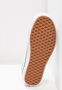 Vans - OLD SKOOL - Sneakers laag - blue flower/true white - 6