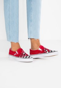 Vans - CLASSIC SLIP-ON - Loafers - red - 0