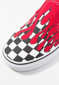 Vans - CLASSIC SLIP-ON - Loafers - red - 2