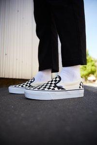 Vans - CLASSIC PLATFORM - Półbuty wsuwane - black/white - 5
