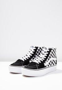Vans - SK8 PLATFORM 2.0 - Zapatillas altas - black - 6