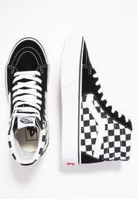 Vans - SK8 PLATFORM 2.0 - Zapatillas altas - black - 5
