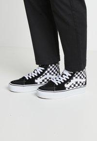 Vans - SK8 PLATFORM 2.0 - Zapatillas altas - black - 0
