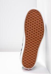 Vans - SK8 PLATFORM 2.0 - Zapatillas altas - black - 8